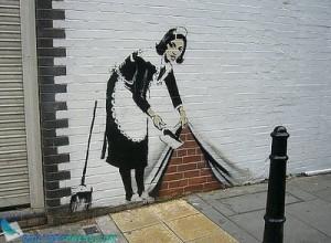 30-stencil-graffiti-artworks-banksy-maid-31_large